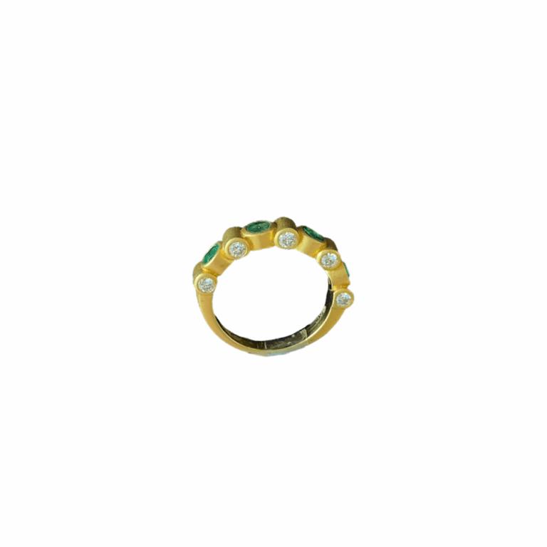 Emerald & Diamond Scope Ring View of Diamonds